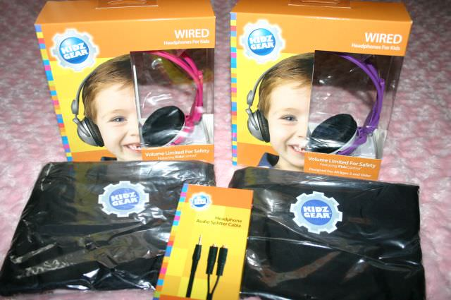 The Kidz Gear Wired Headphone with carry bag and audio splitter.