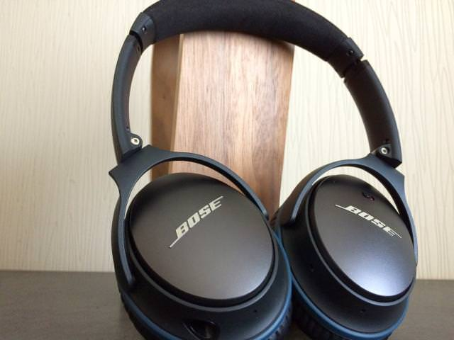 Outer earcups on the Bose QC25