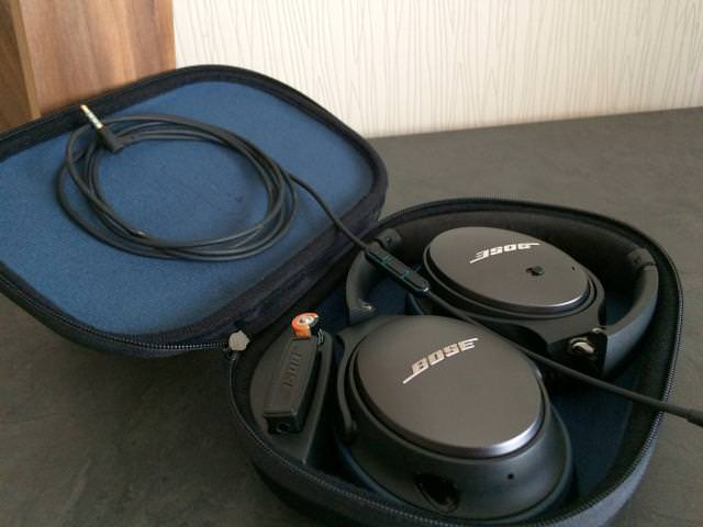 Bose QC25 nicely folded in travelcase