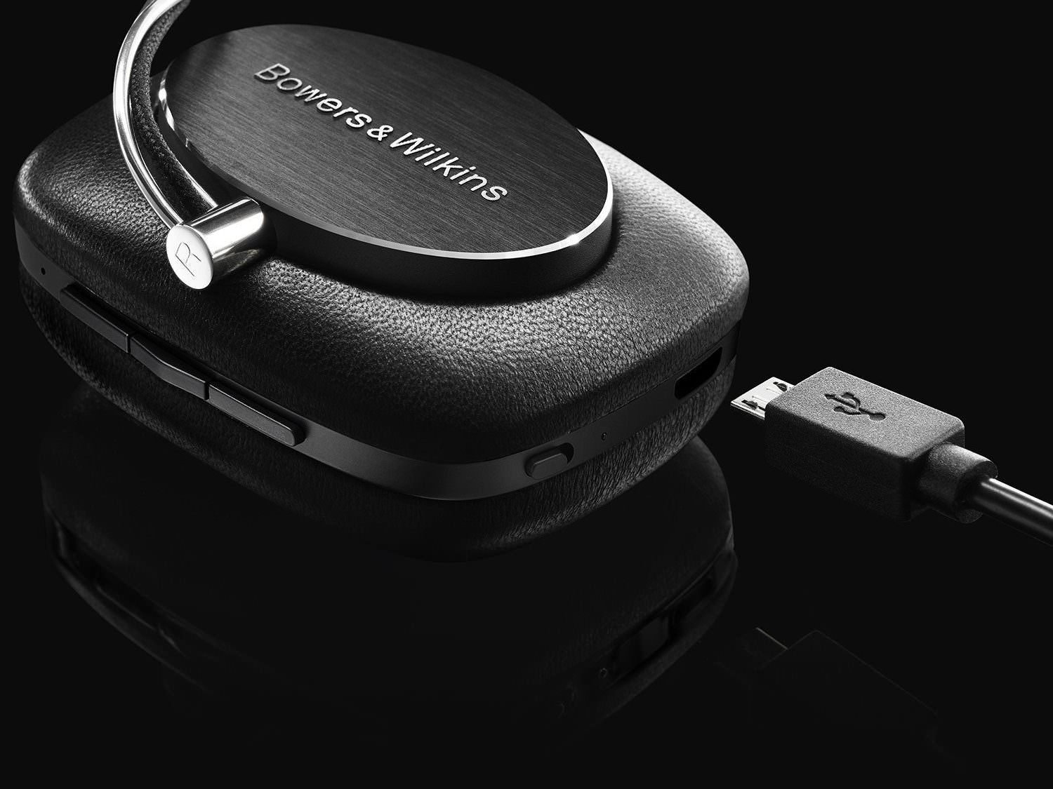 Micro USB Connection on Bowers & Wilkins P5 Wireless